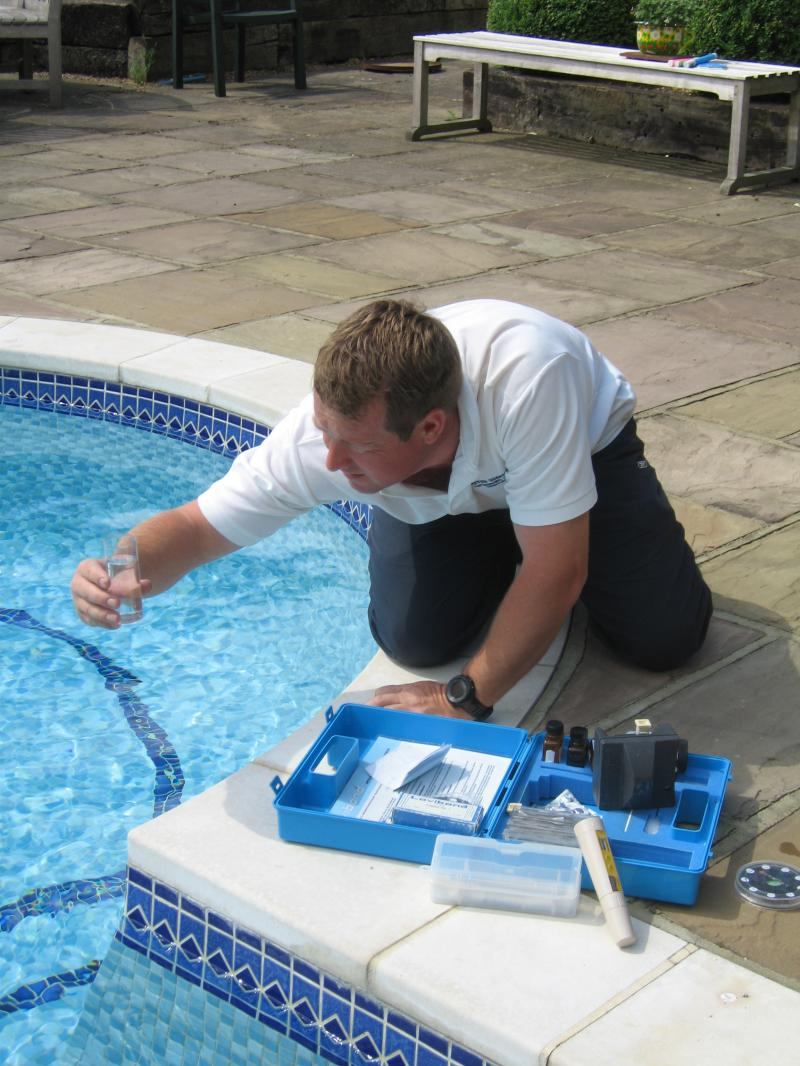 Convenient hacks of pool maintenance for Pool service