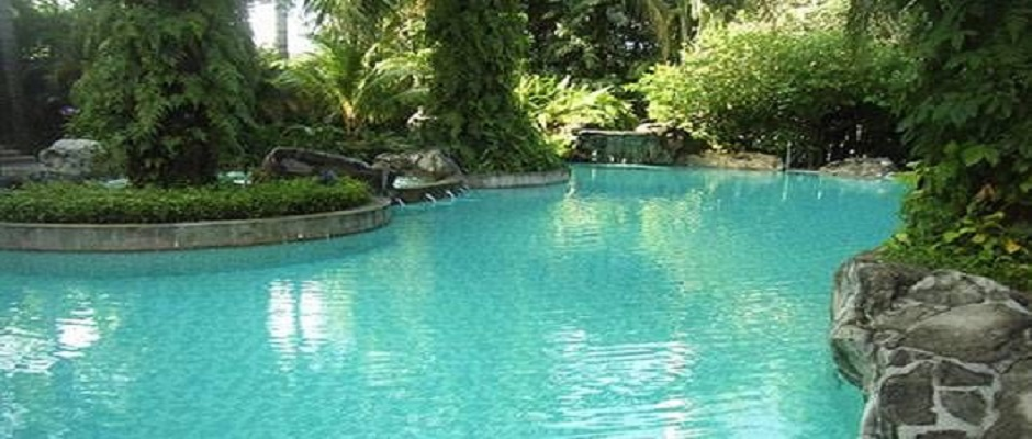 How is Chlorine-Free Pool Water a Better Alternative